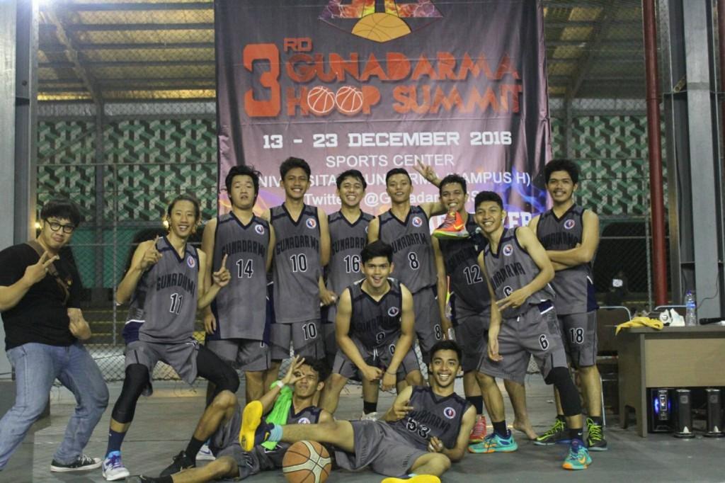 Tim Bola Basket Putera Universitas Gunadarma Meraih Juara